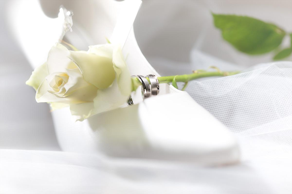 Brautschuh mit Ehering